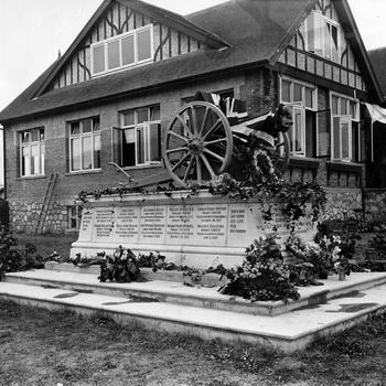 Photo of the 1912 Municipal Hall taken in the 1920s.